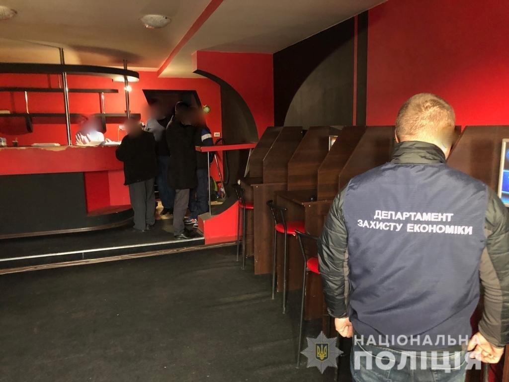 Учасникам злочинної групи, яка організувала мережу гральних закладів на Закарпатті, оголошено про підозру, фото-2