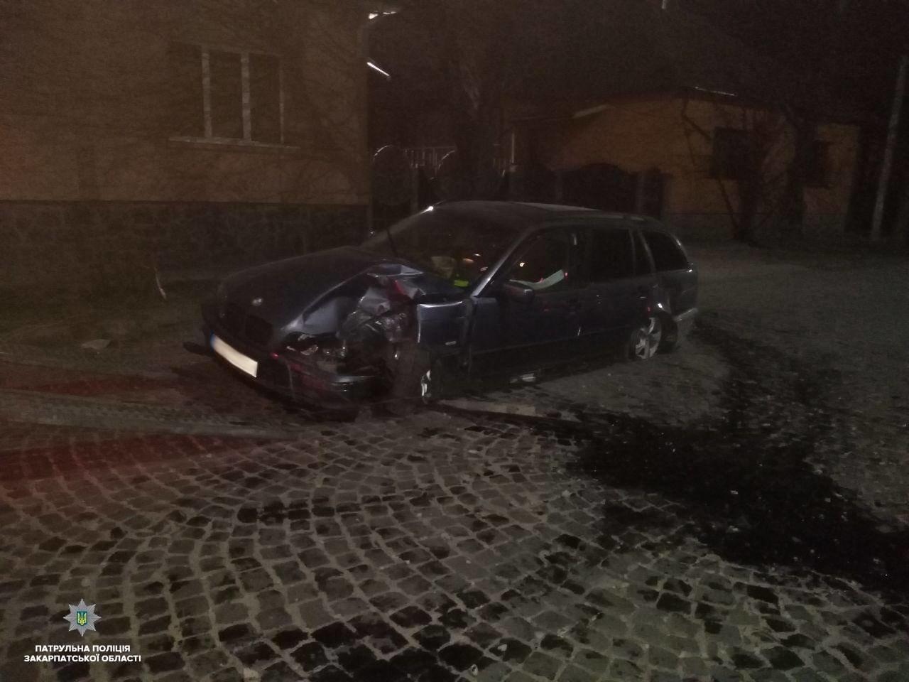 Закарпатець розбив автівку, зіткнувшись на швидкості з деревом (ФОТО), фото-1