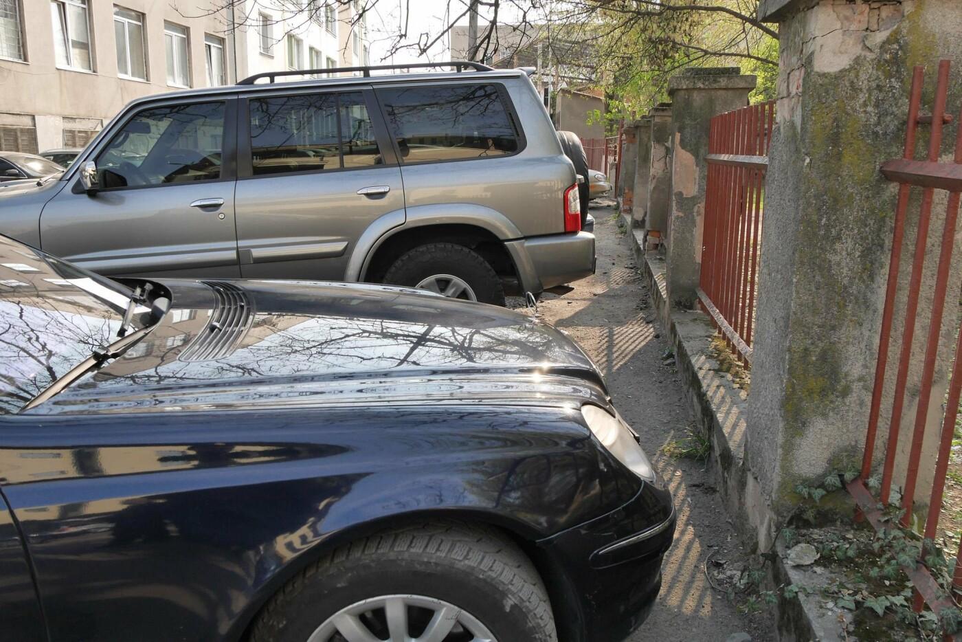 В Ужгороді будуть штрафувати водіїв за порушення правил паркування навіть без їх пристуності (ФОТО), фото-1