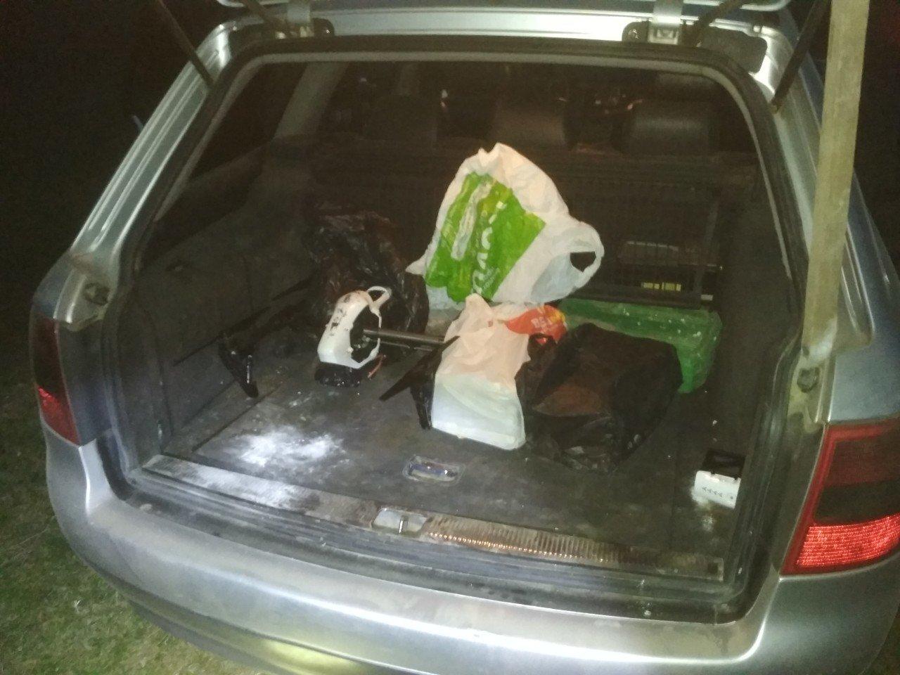 Біля Ужгороду затримали чоловіків з квадрокоптером. В авто також знайшли 14 блоків цигарок (ВІДЕО), фото-4