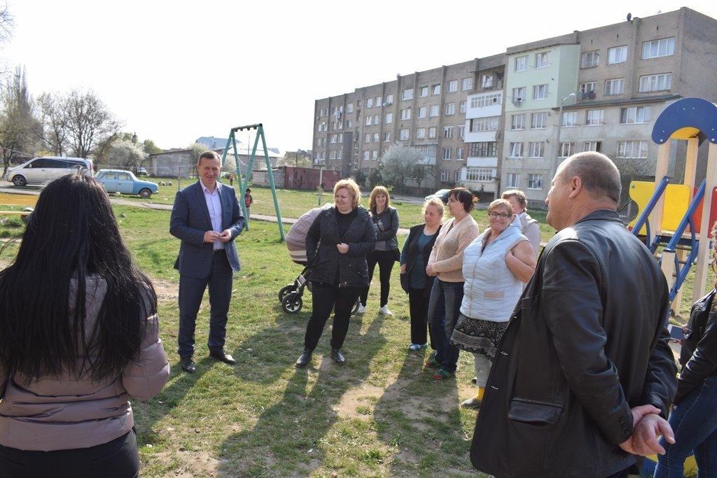 В Ужгороді на ремонт покрівлі на Можайського виділили 240 тис гривень з міського бюджету, фото-1