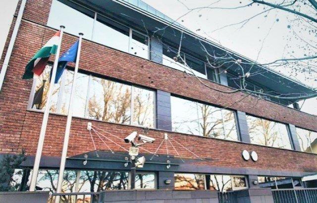 Генконсульство Угорщини в Ужгороді не буде працювати чотири дні у квітні та два у травні, фото-1
