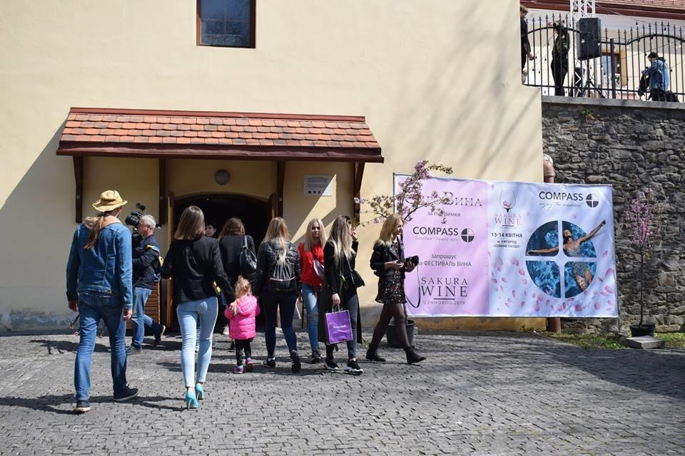 «Sakura Wine»: В Ужгороді розпочався фестивaль рожевого винa (ФОТО), фото-4