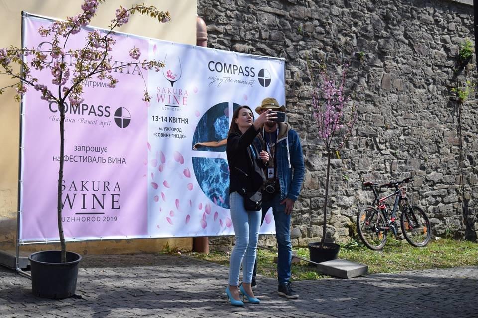 «Sakura Wine»: В Ужгороді розпочався фестивaль рожевого винa (ФОТО), фото-5