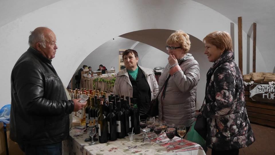 «Sakura Wine»: В Ужгороді розпочався фестивaль рожевого винa (ФОТО), фото-2