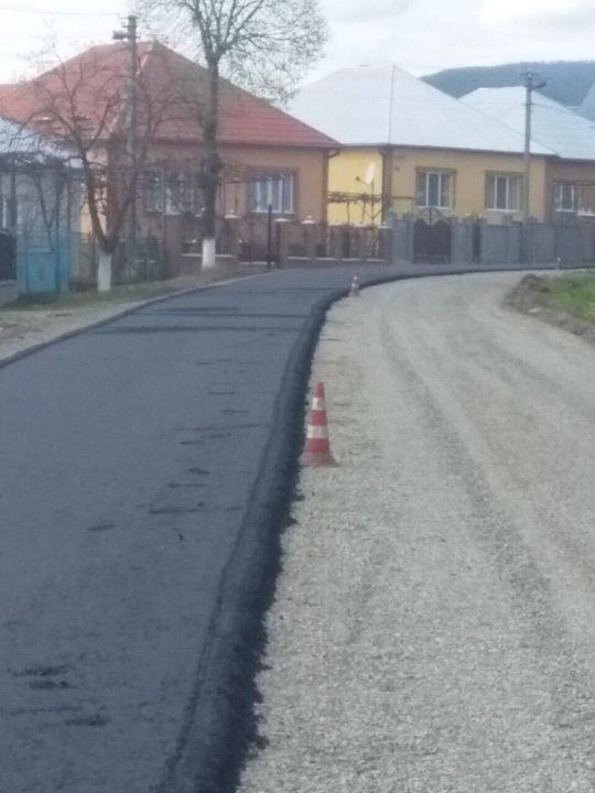 На Іршавщині на дорозі обласного значення почали вкладати суцільний асфальт (ФОТО), фото-4