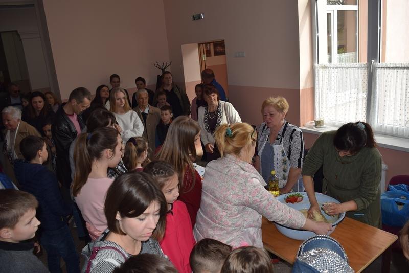 На Ужгородщині на «Великодній майстерні» пекли паски і виготовляли святковий декор (ФОТО), фото-3