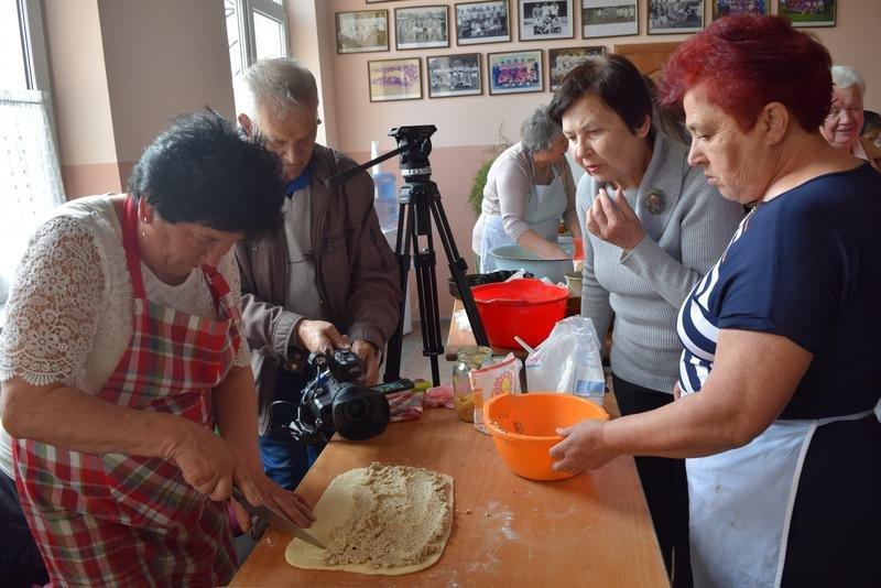 На Ужгородщині на «Великодній майстерні» пекли паски і виготовляли святковий декор (ФОТО), фото-10