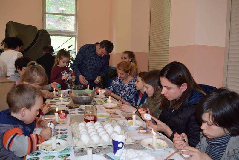 На Ужгородщині на «Великодній майстерні» пекли паски і виготовляли святковий декор (ФОТО), фото-11