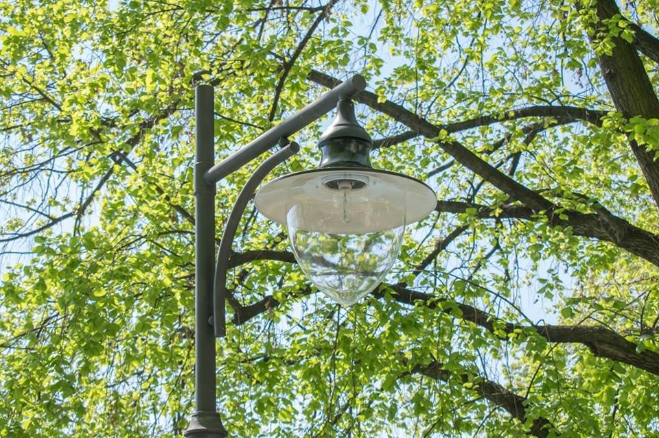 Перші нові ліхтарі з`явились на набережній Незалежності в Ужгороді (ФОТО), фото-2