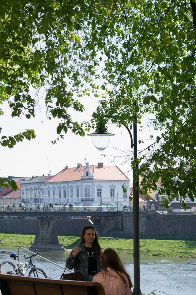 Перші нові ліхтарі з`явились на набережній Незалежності в Ужгороді (ФОТО), фото-3