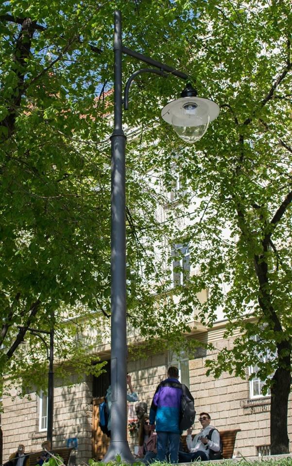 Перші нові ліхтарі з`явились на набережній Незалежності в Ужгороді (ФОТО), фото-4
