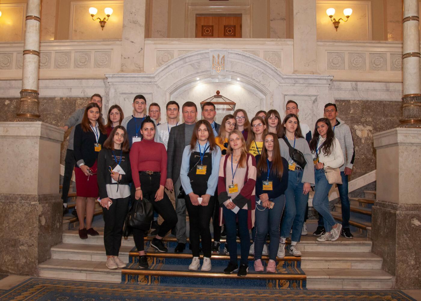 Подорож до парламенту: 20 закарпатських школярів виграли поїздку на освітню екскурсію до Верховної Ради (ВІДЕО), фото-7
