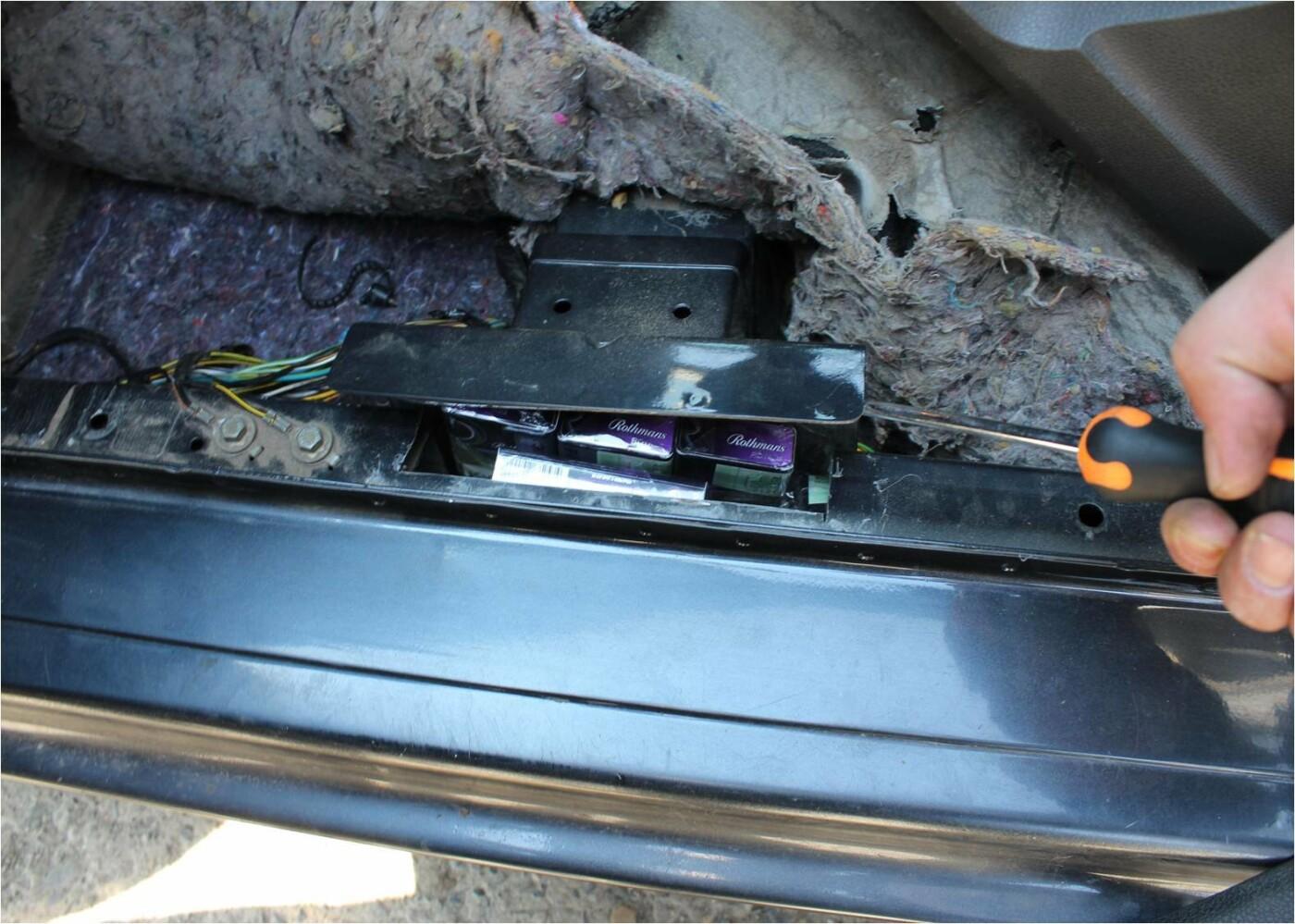 """На КПП """"Вилок"""" водій елітного """"BMW"""" намагався втекти від прикордонників - у чоловіка знайшли цигарки (ФОТО), фото-7"""