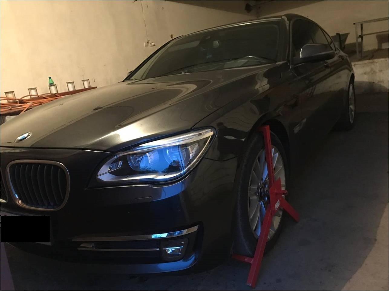"""На КПП """"Вилок"""" водій елітного """"BMW"""" намагався втекти від прикордонників - у чоловіка знайшли цигарки (ФОТО), фото-1"""
