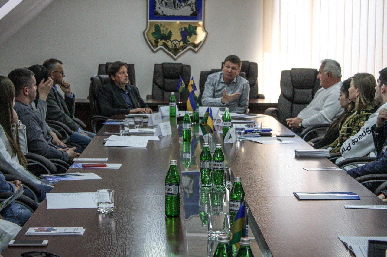 В Ужгороді за «круглим столом» обговорили найактуальніші екологічні проблеми Закарпаття (ФОТО), фото-1