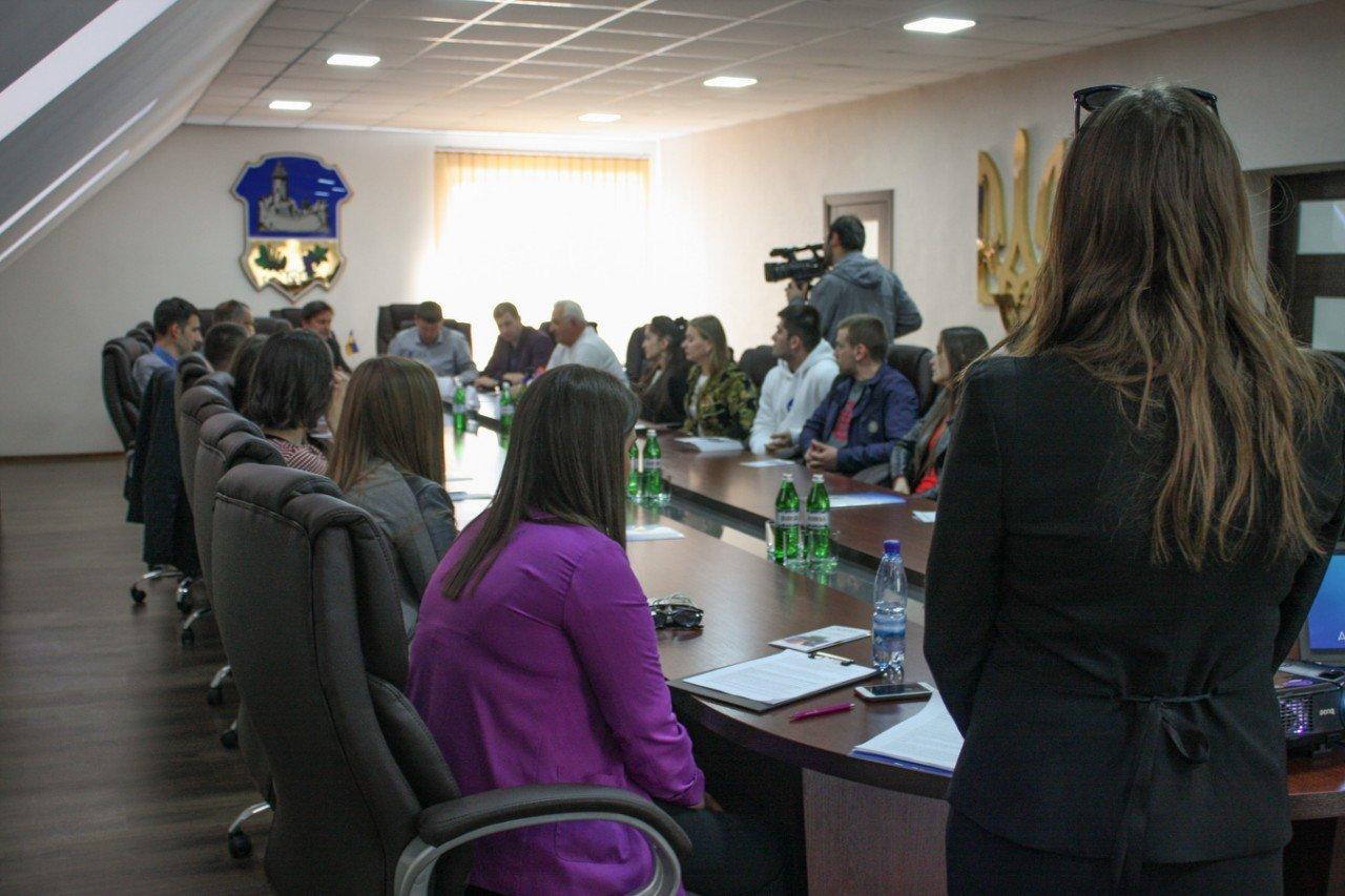 В Ужгороді за «круглим столом» обговорили найактуальніші екологічні проблеми Закарпаття (ФОТО), фото-7