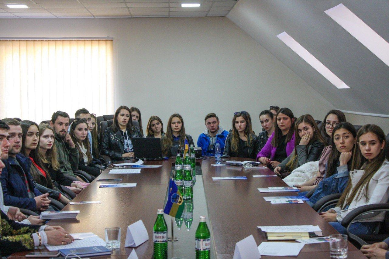 В Ужгороді за «круглим столом» обговорили найактуальніші екологічні проблеми Закарпаття (ФОТО), фото-9