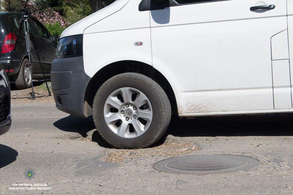 15 порушень за годину: Закарпатські поліцейські інспектують стан доріг в області (ФОТО, ВІДЕО), фото-4