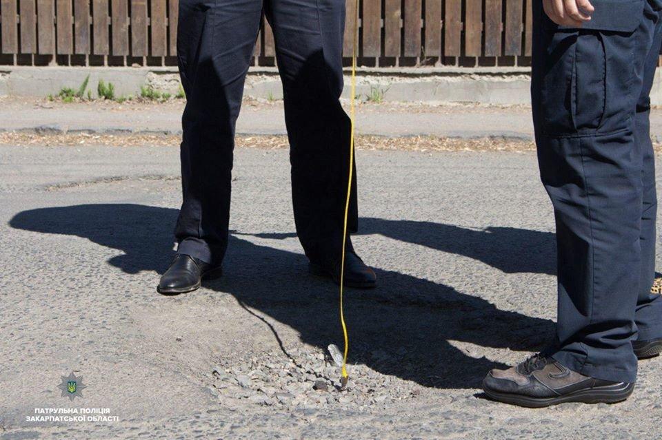 15 порушень за годину: Закарпатські поліцейські інспектують стан доріг в області (ФОТО, ВІДЕО), фото-3