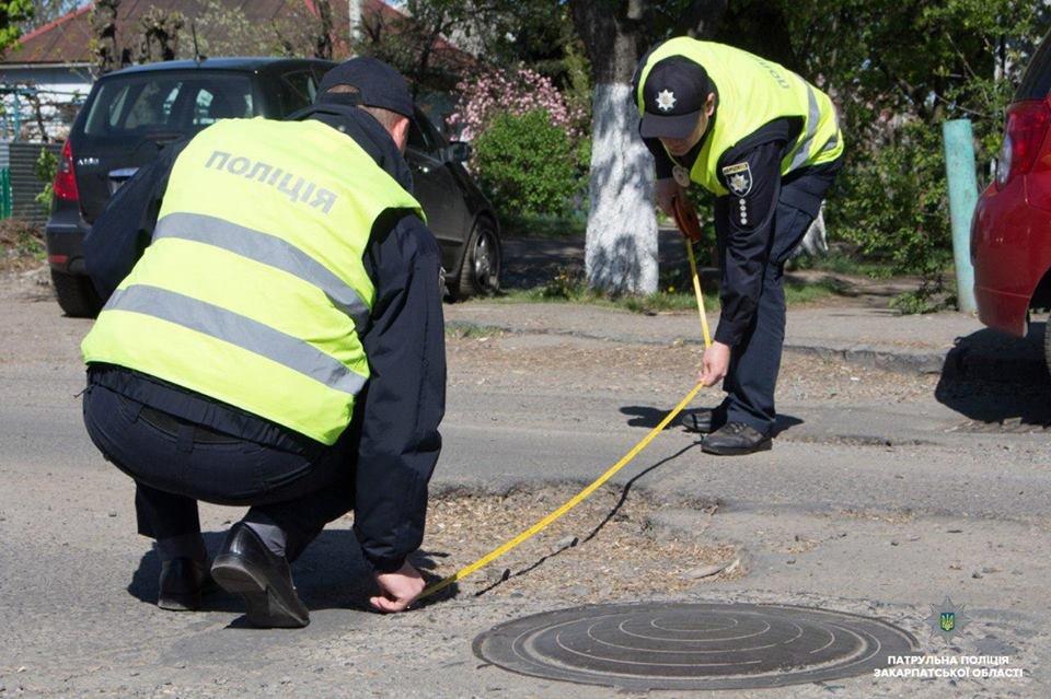 15 порушень за годину: Закарпатські поліцейські інспектують стан доріг в області (ФОТО, ВІДЕО), фото-5