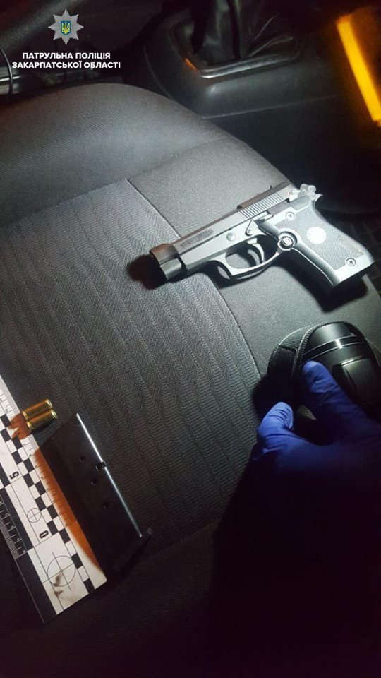 В Ужгороді пасажир погрожував пістолетом водію таксі (ФОТО), фото-2