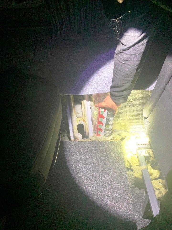 Два водії на Mercedes'ах намагались провезти через пункти пропуску Закарпаття контрабанду (ФОТО), фото-3