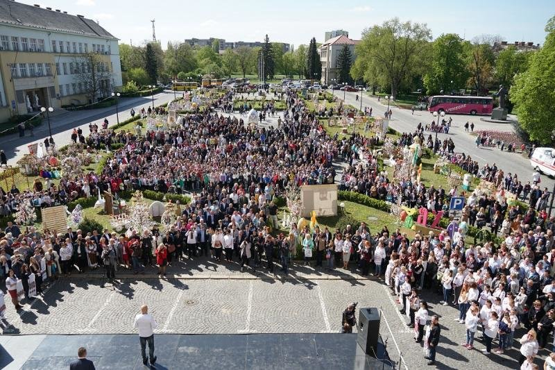"""В Ужгороді відкрився фестиваль """"Воскресни, писанко!"""" (ФОТО), фото-14"""