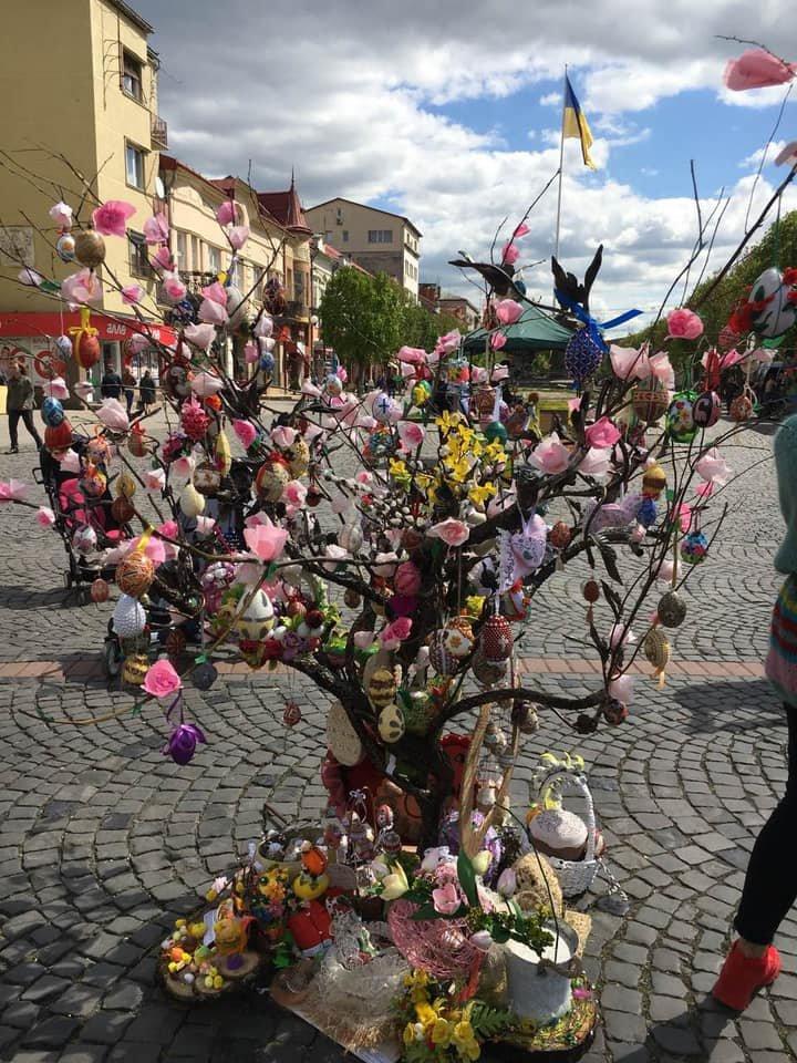 На писанковому дереві у Мукачеві з'явились 187 найкращих дитячих робіт (ФОТО), фото-1