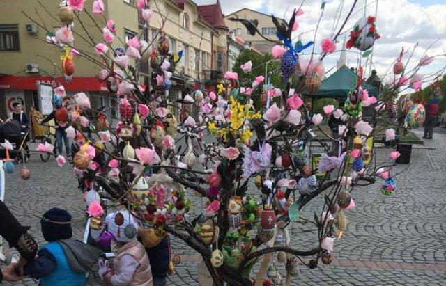 На писанковому дереві у Мукачеві з'явились 187 найкращих дитячих робіт (ФОТО), фото-6