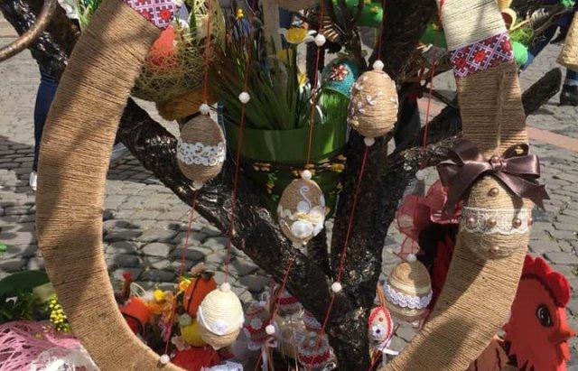 На писанковому дереві у Мукачеві з'явились 187 найкращих дитячих робіт (ФОТО), фото-4
