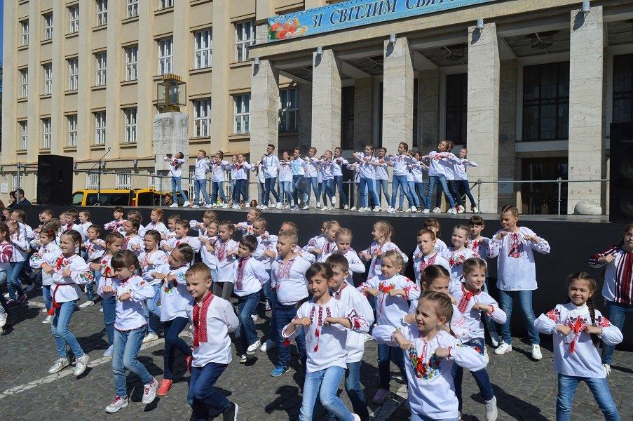 """В Ужгороді V-й фестиваль """"Воскресни, писанко!"""" перевершив усі минулорічні (ВІДЕО) , фото-3"""