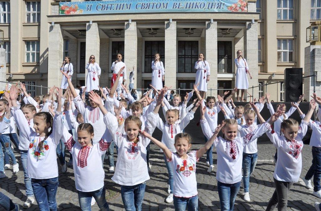 """В Ужгороді V-й фестиваль """"Воскресни, писанко!"""" перевершив усі минулорічні (ВІДЕО) , фото-2"""