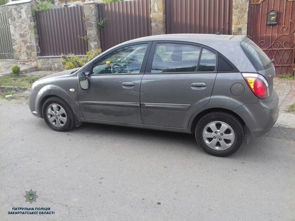 В Ужгороді п'яний водій на позашляховику пошкодив припарковане авто та втік (ФОТО), фото-1
