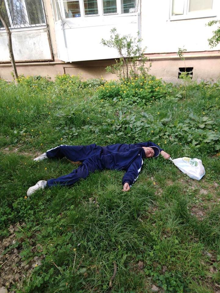 У Мукачеві муніципали знайшли чоловіка без свідомості (ФОТО), фото-1