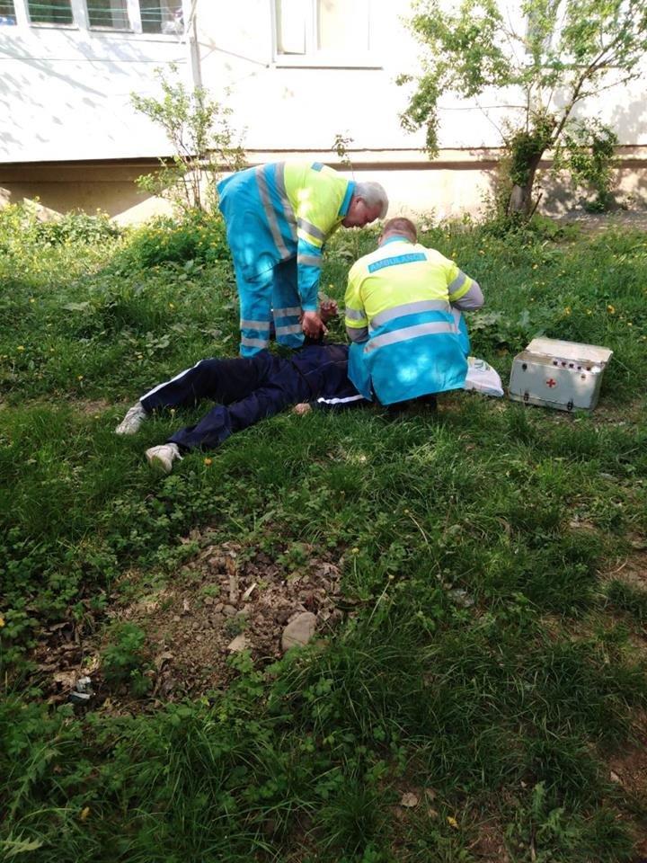 У Мукачеві муніципали знайшли чоловіка без свідомості (ФОТО), фото-2