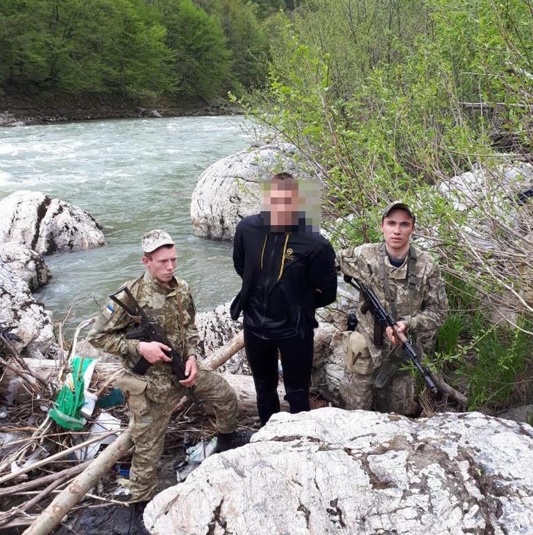 """Закарпатському """"водолазу"""", якого затримали на кордоні з Румунією призначили 8,5 тис гривень штрафу (ФОТО), фото-1"""