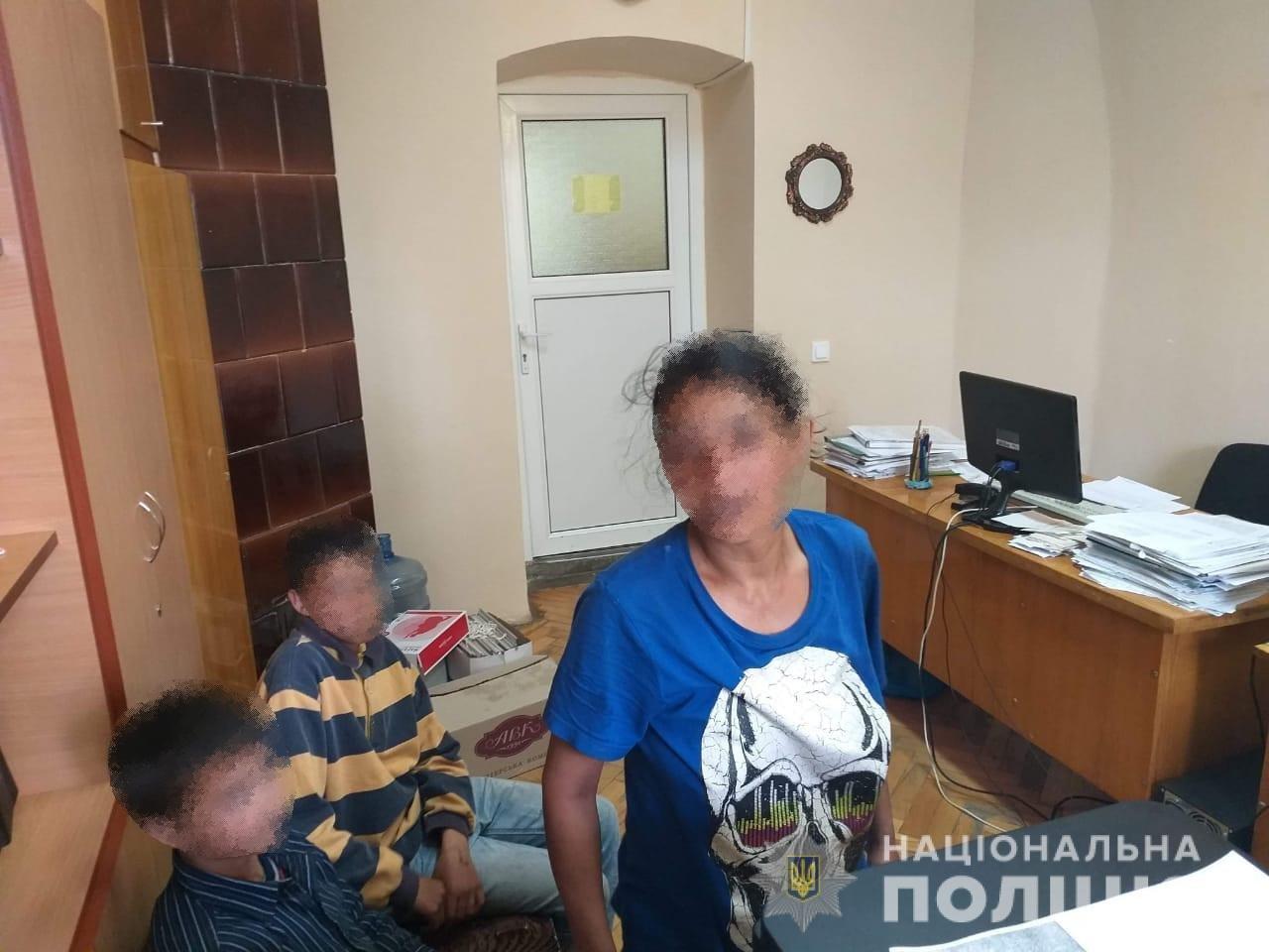 В Ужгороді правоохоронці під час профілактичного рейду виявили дітей, що займались жебрацтвом (ФОТО), фото-2