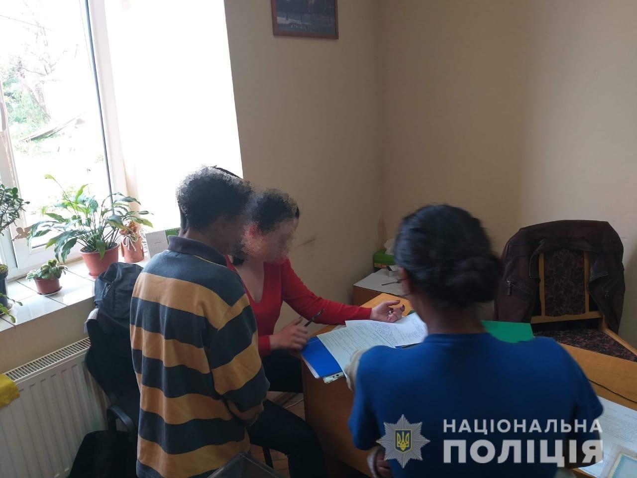В Ужгороді правоохоронці під час профілактичного рейду виявили дітей, що займались жебрацтвом (ФОТО), фото-3