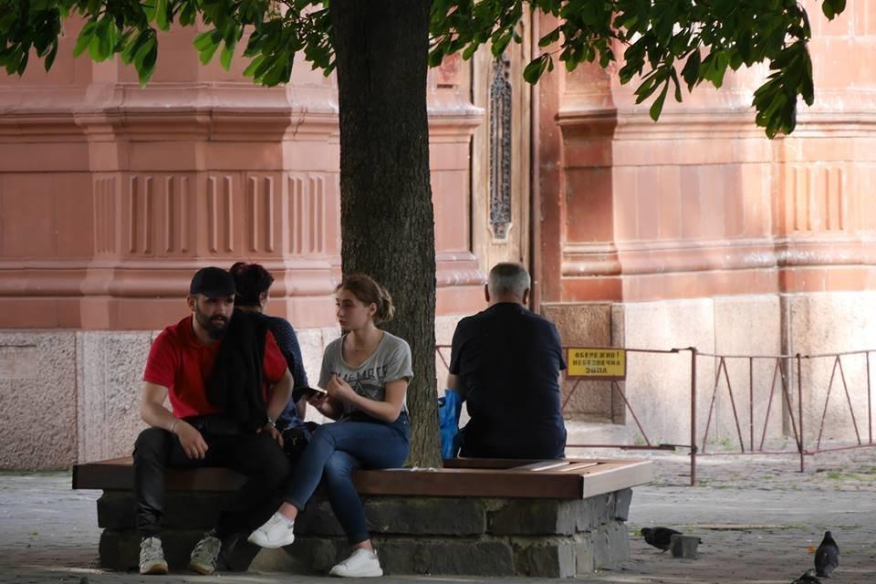 В Ужгороді ще у кількох місцях оновили лавиці (ФОТО), фото-1