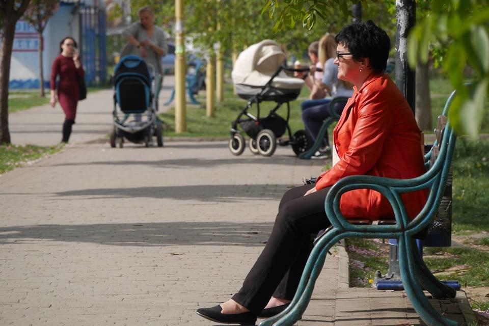 В Ужгороді ще у кількох місцях оновили лавиці (ФОТО), фото-5
