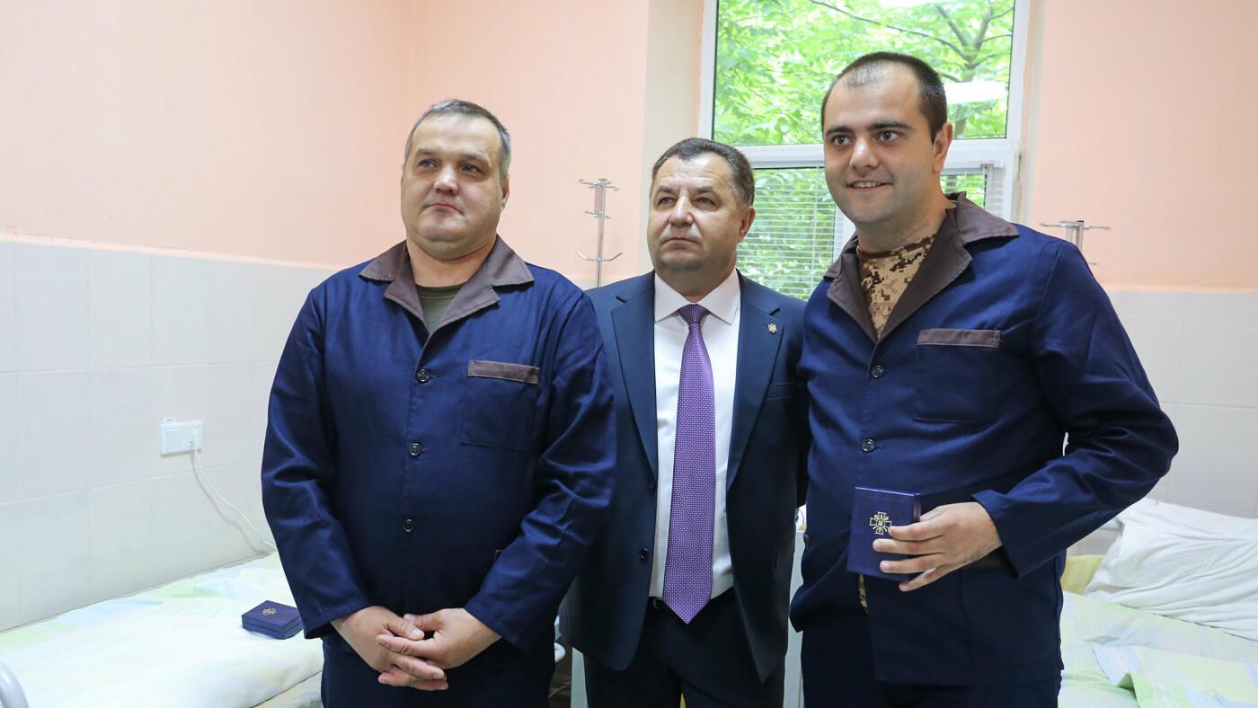 Міністр оборони Полторак відвідав бійців у закарпатському військовому госпіталі (ФОТО), фото-1