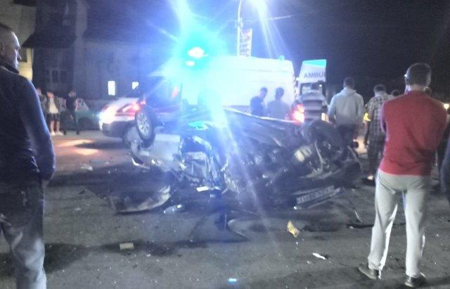 На Закарпатті внаслідок ДТП авто перетворилось на металобрухт, є постраждалий (ФОТО), фото-3