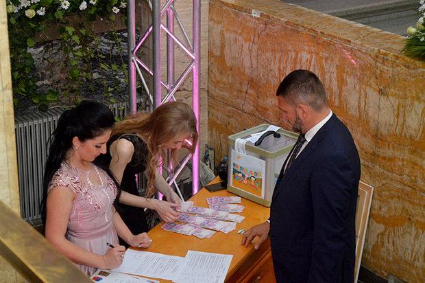 Цифра дня: на благодійному балу в Ужгороді зібрали рекордну суму - 235 тисяч гривень (ФОТО), фото-9