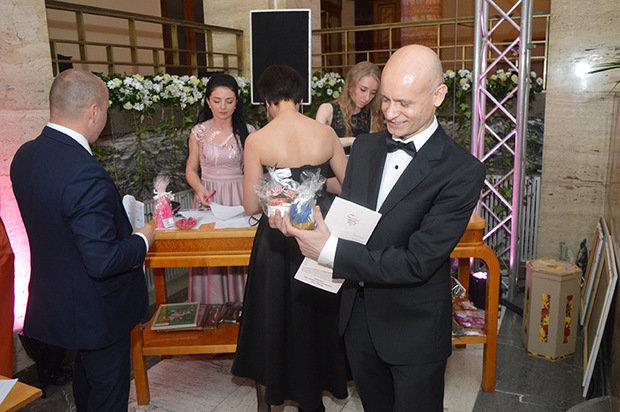 Цифра дня: на благодійному балу в Ужгороді зібрали рекордну суму - 235 тисяч гривень (ФОТО), фото-8