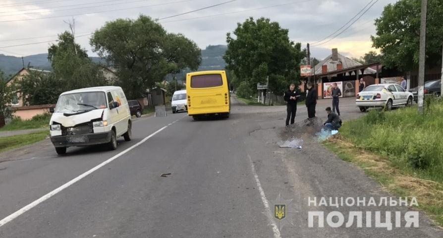 На Ужгородщині водій мікроавтобусу наїхав на пішохода - жінка загинула. Подробиці від поліції (ФОТО), фото-1