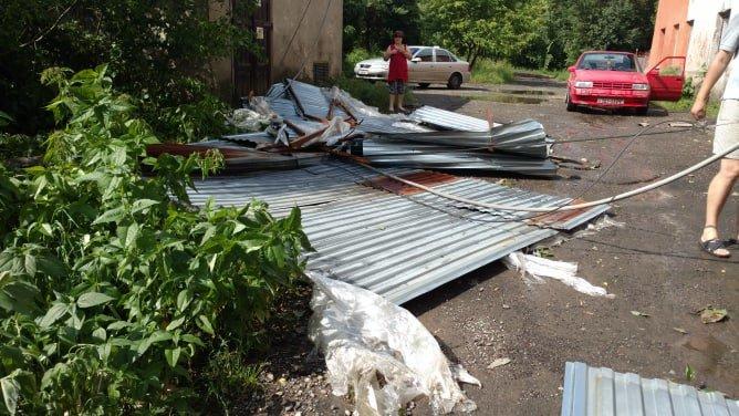 У мережі показали наслідки буревію в Хусті, який повалив десятки дерев та 20-тонну трубу (ФОТО, ВІДЕО), фото-11