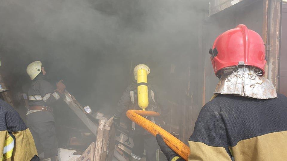 В Ужгороді рятувальники загасили пожежу у складському приміщенні магазину (ФОТО, ВІДЕО), фото-2