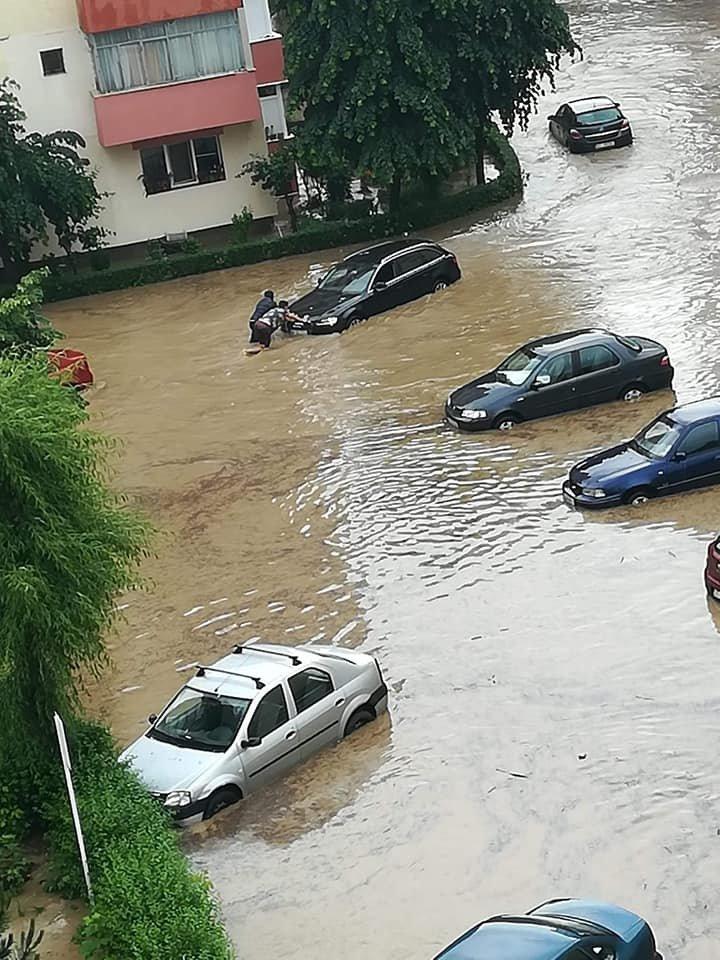 Зливи та штормовий вітер: У сусідніх із Закарпаттям містах Угорщини вирує негода (ФОТО, ВІДЕО), фото-2