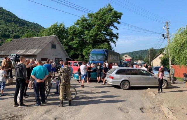 У двох районах Закарпаття, місцеві влаштували протести, перекривши дороги (ФОТО, ВІДЕО), фото-2